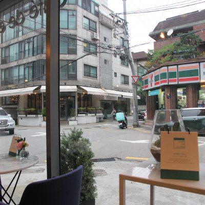 PAUL BASSETT-Seorae Village Café D'Anteit